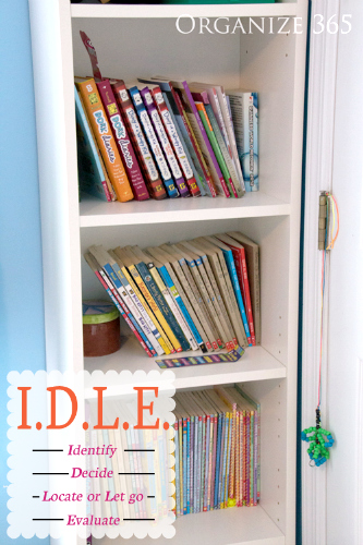 Books | Professional Organizer Lisa Woodruff shows 5 easy ways to organize a boy's bedroom.